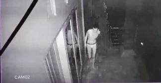 Maling Bercelana Dalam Terpantau Kamera CCTV saat Beraksi